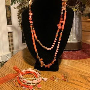 💥4/$10💥 Coral Tone Beads Necklace Set